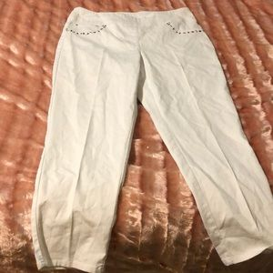 White stretch capris with studs